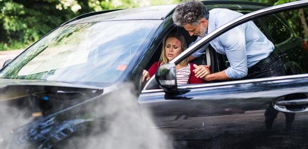 pain-woman-in-car-7XGH8WV